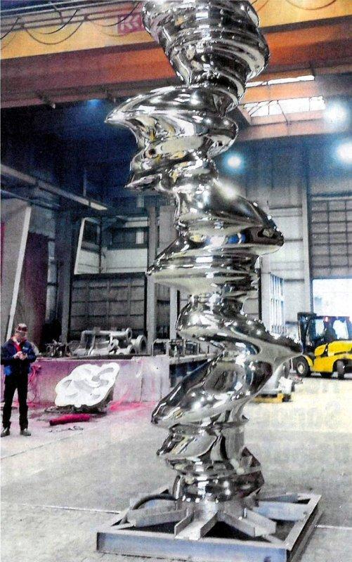 Der Zweigbetrieb der Langenfelder Edelstahlwerke fertigt Skulpturen von Künstlern wie Jeff Koons oder Tony Cragg Foto: SCHMEES